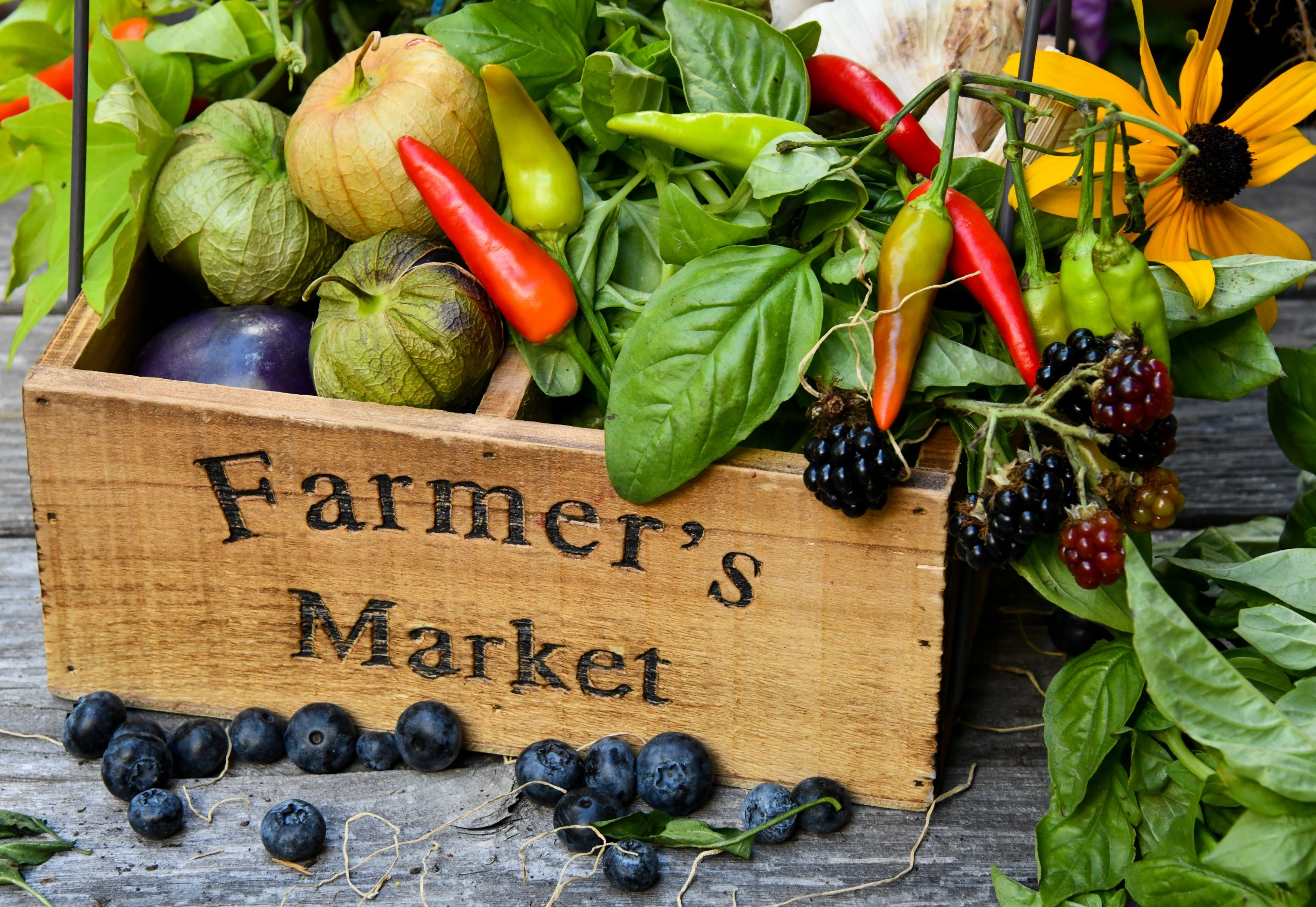 """box of produce that reads """"farmers market"""""""